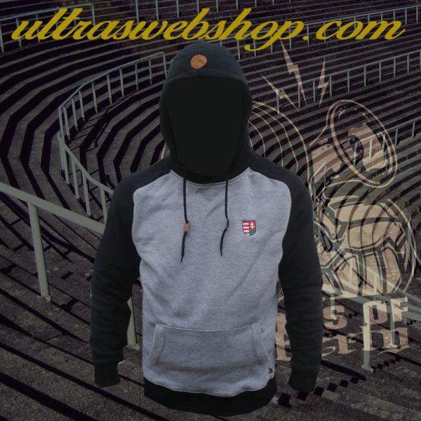 szürke fekete címeres pulcsi